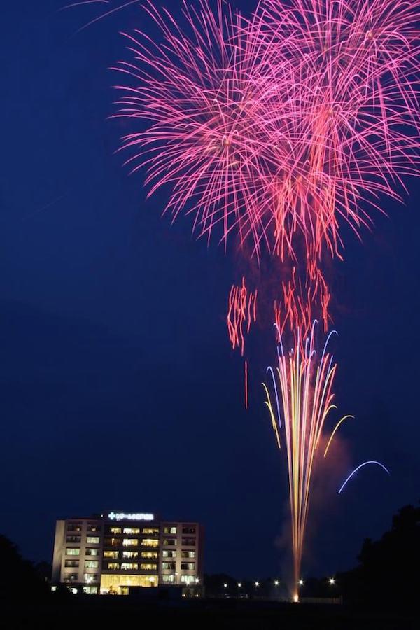 目の前に広がる大きな花火