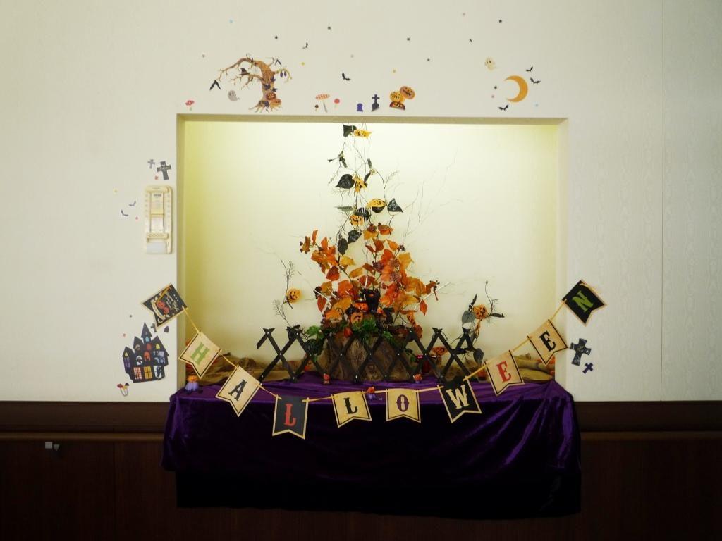 当院の装飾スペースでは季節ごとに様々な飾り付けをしています。10月は『ハロウィン』です!