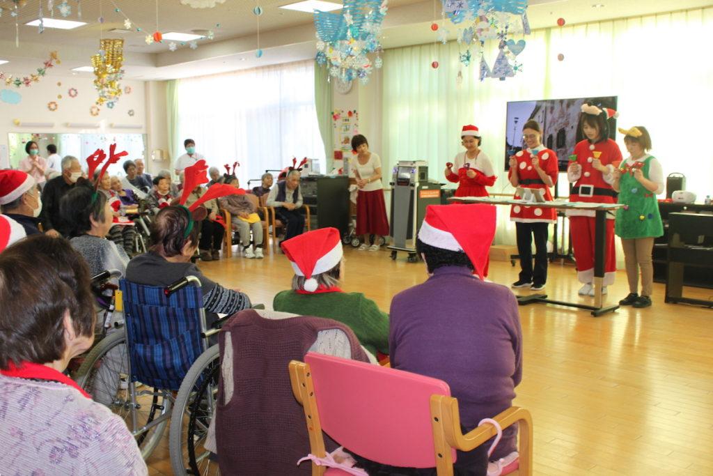トワーム熊谷クリスマス会の様子 ハンドベル
